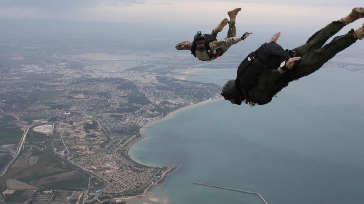 skydiving-838741_1920