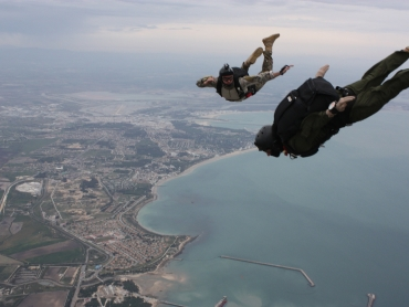 skydiving-838741_1920